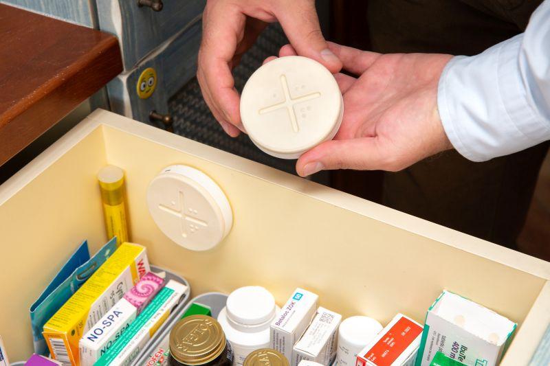 szuflada wypełniona lekami